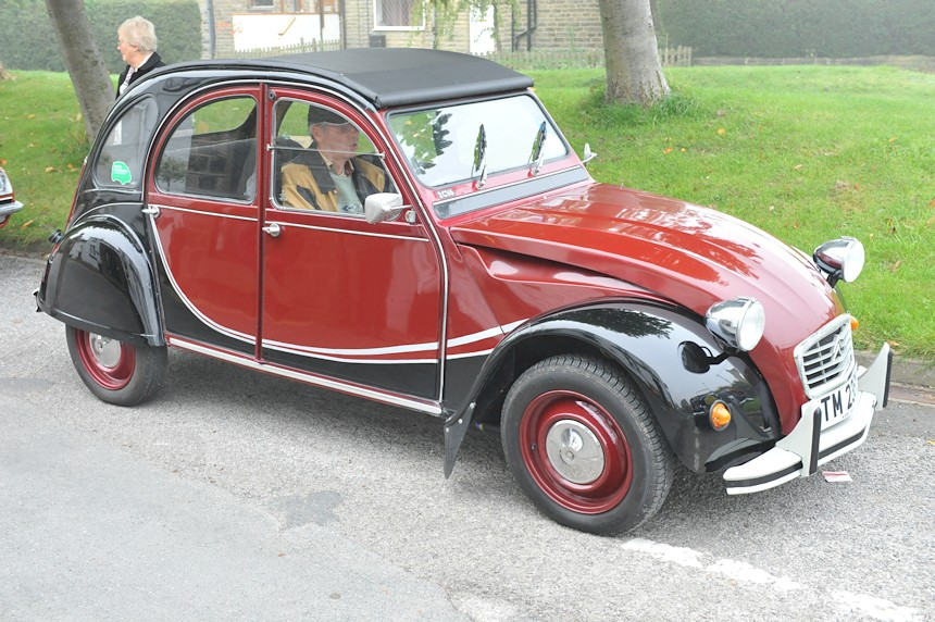 Photo of a Citroen 2CV