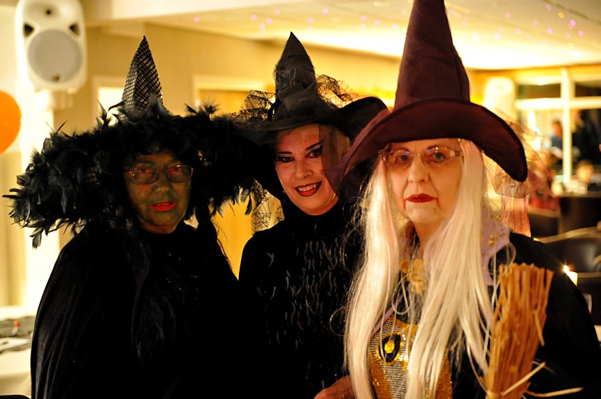 Photo of 3 witches