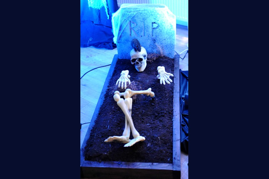 Photo of grave with skeleton